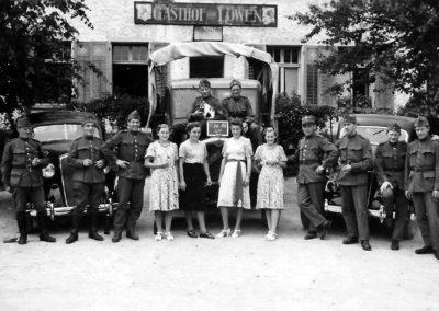 Soldaten vor dem Leue, zwischen 1939 und 1945_2