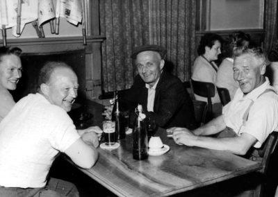 Stammtisch im Leue, ca. 1956