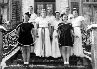 Turnerinnen vor dem Leue, undatierte Aufnahme